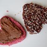 Roze Kokoshartjes gedipt in chocolade