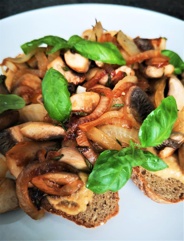 Hummus mushroom toast