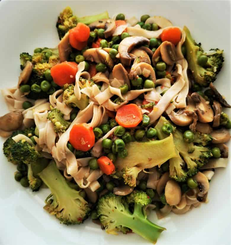 rice noodles and vegetables in ginger garlic sauce